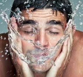 Membersihkan Muka 2 Kali Sehari Untuk Menyembuhkan Jerawat Hormonal