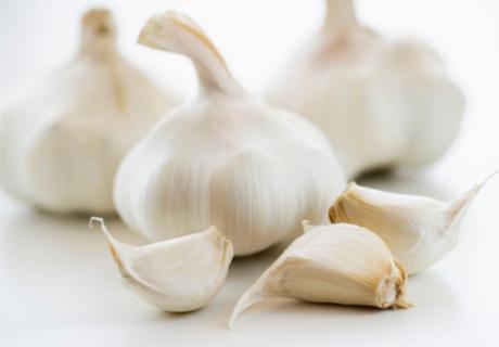 bawang putih untuk mengobati penyakit amandel secara alami