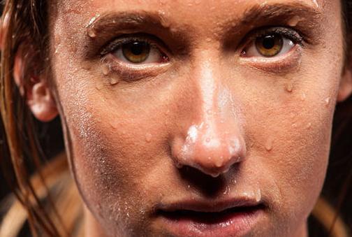 berkeringat bisa membersihkan pori pori dan mengangkat komedo hitam blackheads