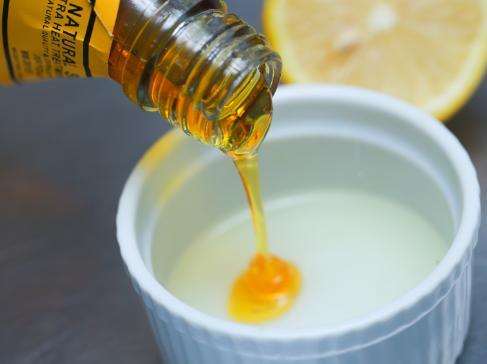 makser madu dan susu untuk peeling komedo
