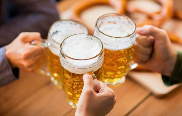 beer dan minuman alkohol pantangan penyebab asam urat naik