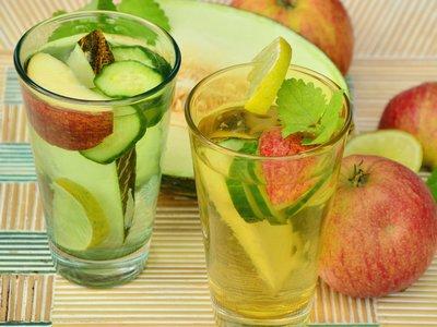 menghilangkan bau mulut saat puasa dengan air putih dan buah
