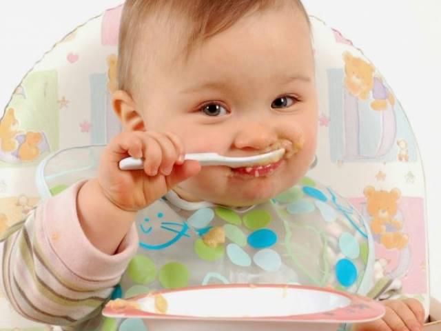 Cara mengatasi kulit kering pada bayi, Berikan Makanan Bergizi Buat Si bayi