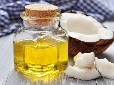minyak kelapa untuk mengatasi wajah kering dan bersisik secara alami