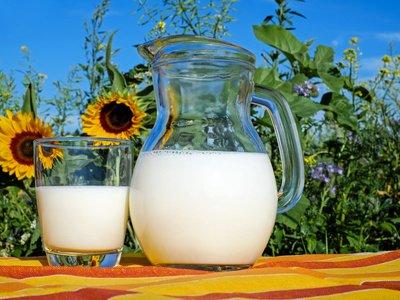 susu untuk mengatasi wajah kering dan bersisik secara alami