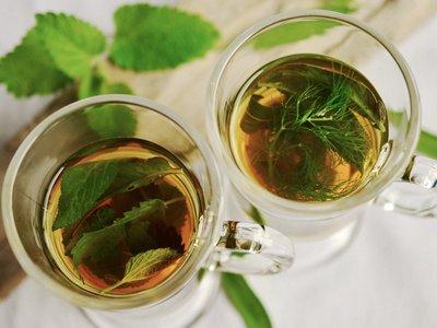 teh hijau untuk mengatasi wajah merah secara alami
