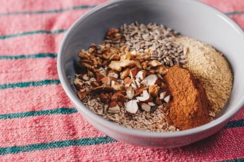 oatmeal dan buttermilk untuk wajah belang