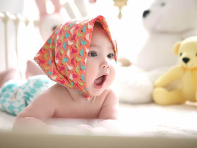 usia berapa bayi bisa melihat