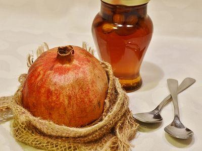manfaat madu untuk wajah sebagai exfoliator alami